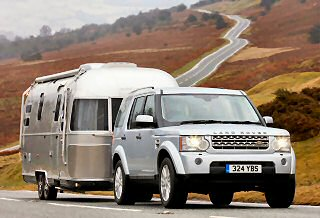 THE LAND ROVER DISCOVERY 4 SCOOPS BRITAIN�S BEST TOWCAR AWARD